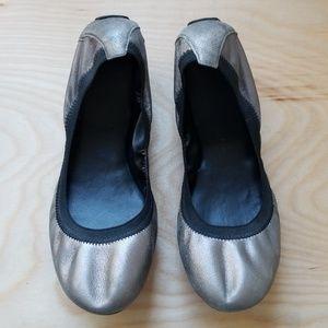 Cole Haan Sz 8.5 Silver Metallic Flats Shoes